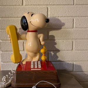 Antique snoopy dog phone